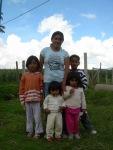 Rosi, de 24 años y con 4 hijos. Ha salido adelante con su microempresa de bordados.